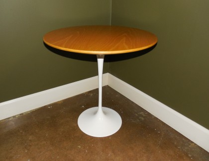 Knoll Saarinen Maple Side Table 20″- view 1