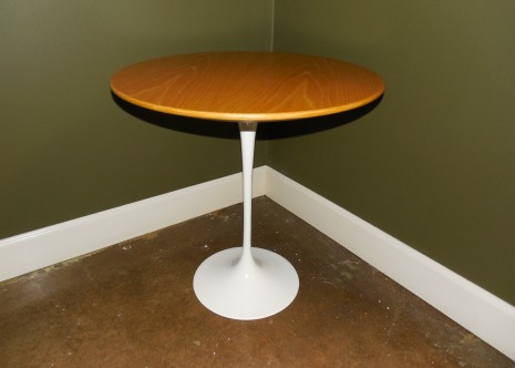 Knoll Saarinen Maple Side Table 20″