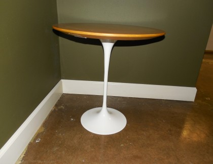Knoll Saarinen Maple Side Table 20″- view 3