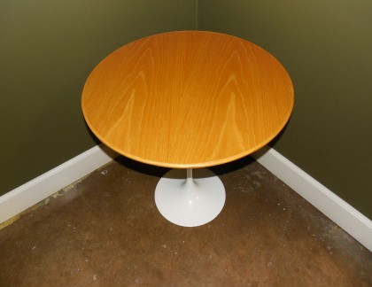 Knoll Saarinen Maple Side Table 20″- view 4